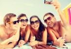 gente piel bronceada tomando el sol