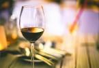 7 beneficios de beber una copa de vino tinto - Vitalis Bienestar