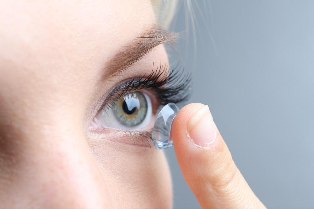 Vitalis Bienestar te ofrece los mejores consejos para garantizar el mejor cuidado y uso de tus lentes de contacto