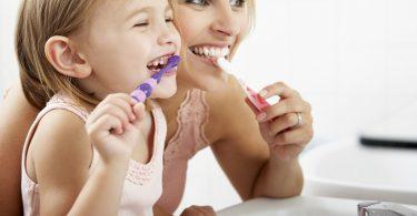 Descubre con Vitalis Bienestar cómo enseñar a tu hijo a lavarse los dientes de una forma diferente y divertida